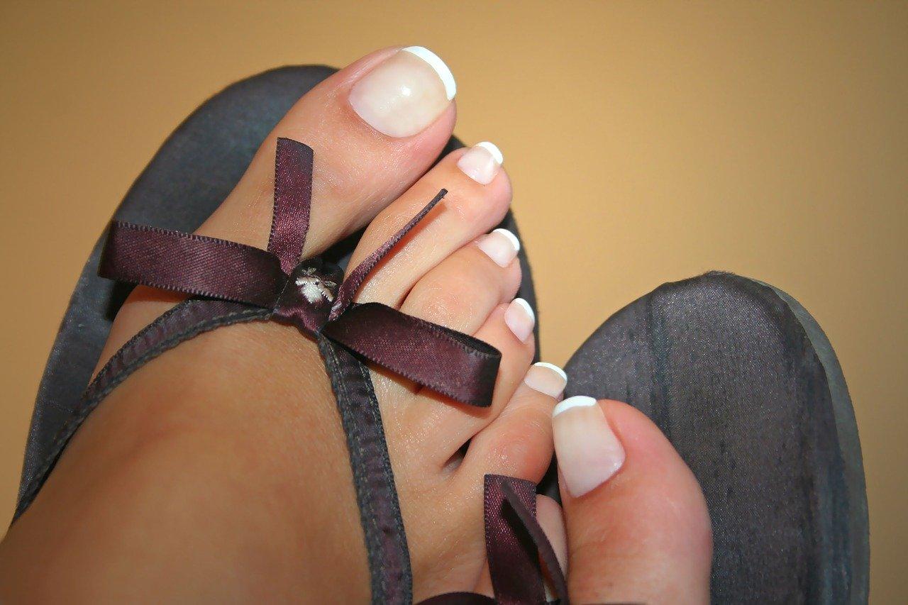 toe-nails-1564964_1280